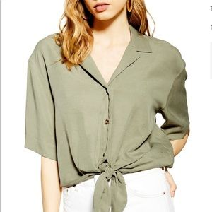 Makes it easy being green. Dani knot front top.